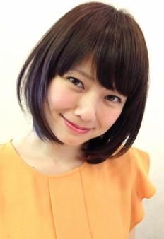 出典:http//beauty.hotpepper.jp/ トップからおりる前髪が重く見えないのは、顔周りの髪のエア感。フェイスラインに沿ったショートボブは、小顔効果もありそう。