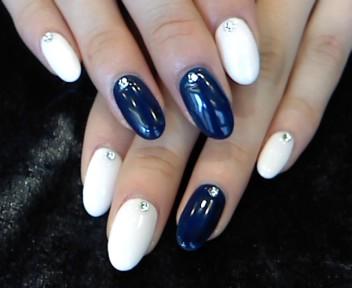 出典:http//naildoux2.img.jugem.jp/ ホワイトを合わせると爽やかになりいっきに夏らしさアップ♡