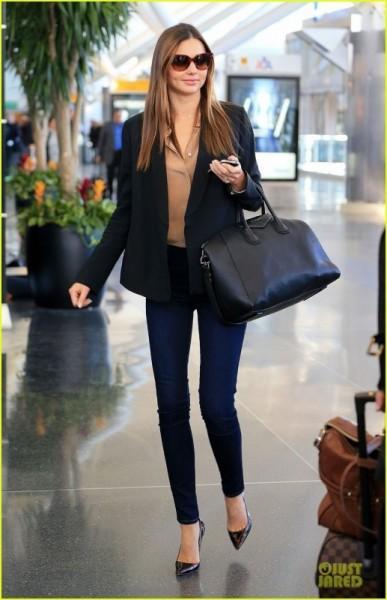 出典:http//klipsringer.blog136.fc2.com/ 黒の大きめバッグは大人かっこいいファッションには必須のアイテム♪ しかもどんなコーデでも合わせられちゃ優れもの!