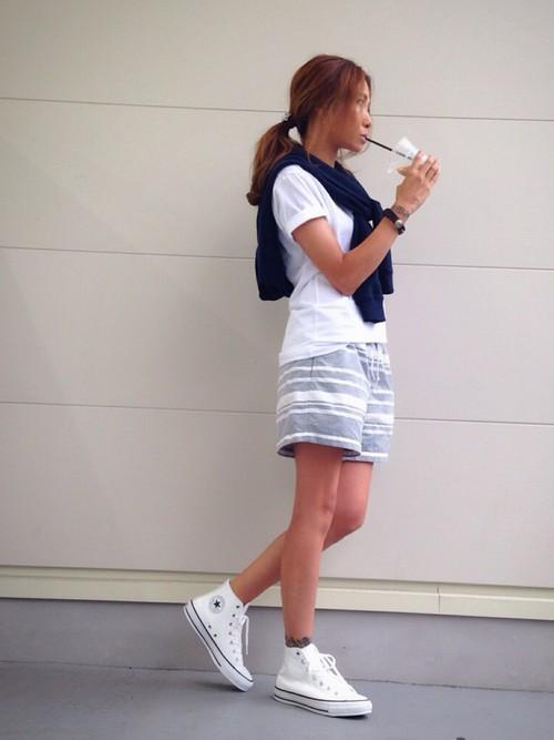 出典:http//wear.jp/ 柄モノショートパンツとスニーカーでちょいサーフ系でかわいいです♡
